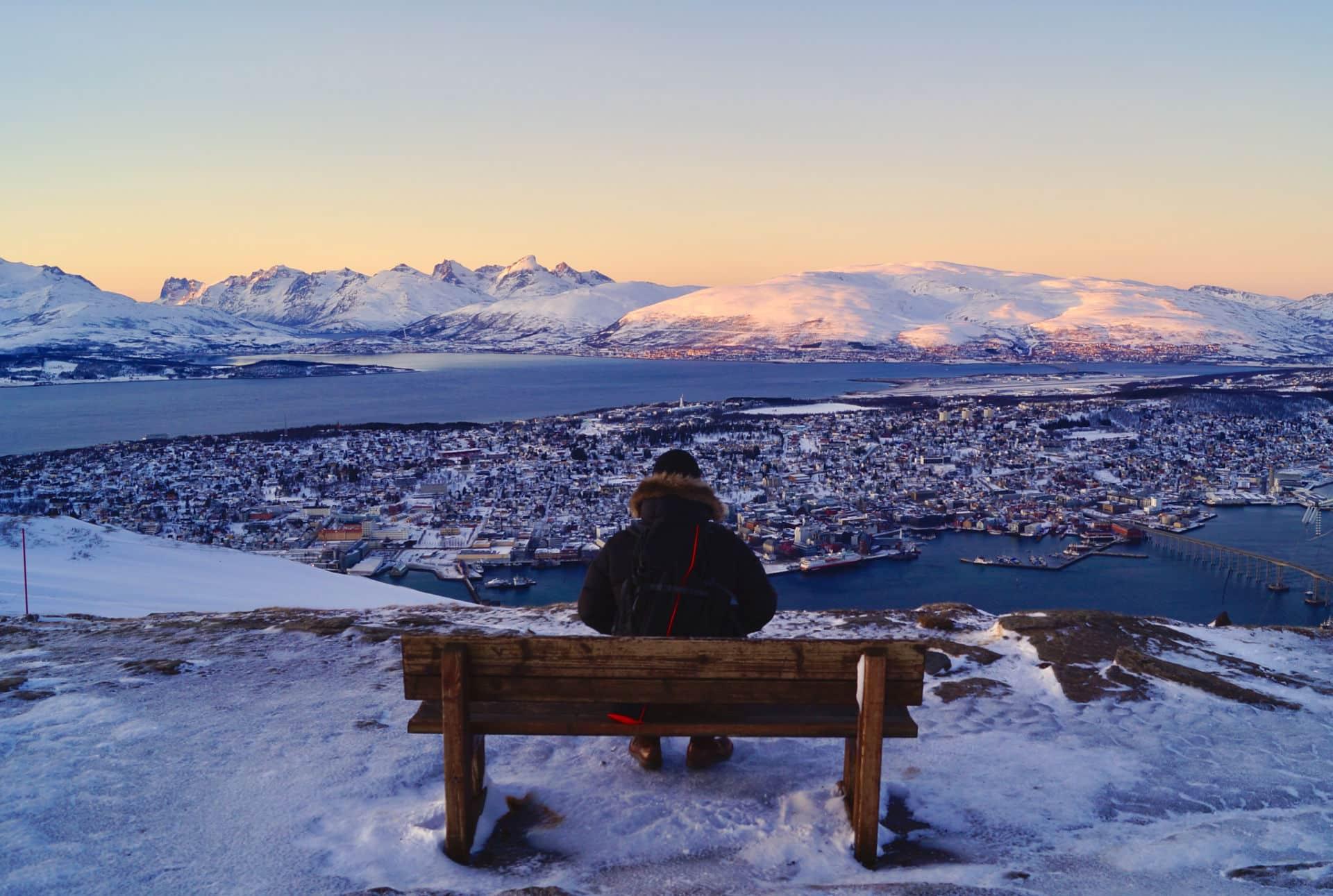 Mann ser ut mot Tromsø